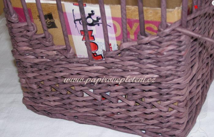 Плетение из газет. Мастер-класс по плетению скошенного верха корзинки (17) (700x449, 527Kb)