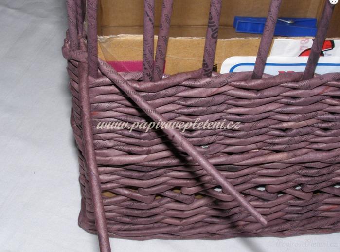 Плетение из газет. Мастер-класс по плетению скошенного верха корзинки (20) (700x517, 588Kb)