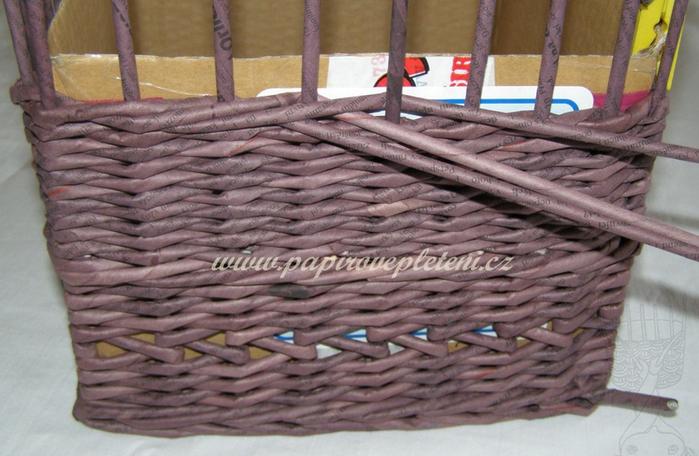 Плетение из газет. Мастер-класс по плетению скошенного верха корзинки (22) (700x456, 515Kb)