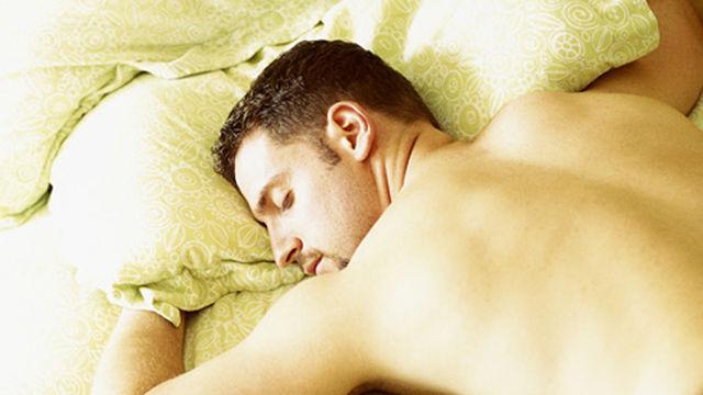 спящий мужчина (640x360, 40Kb)