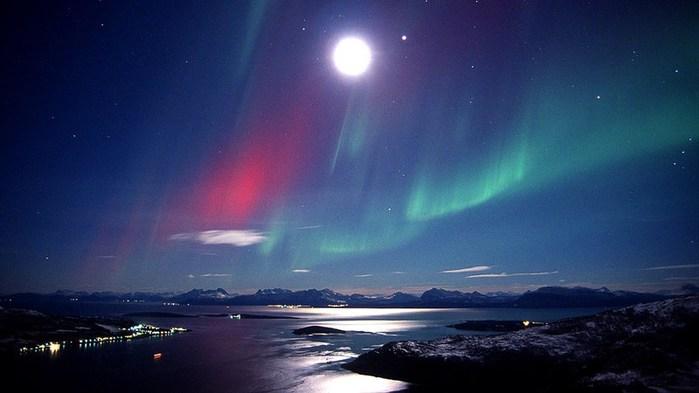 3578968_NorthernlightsBjarkoyNorway_Frank_Andreassen_1_ (700x393, 47Kb)