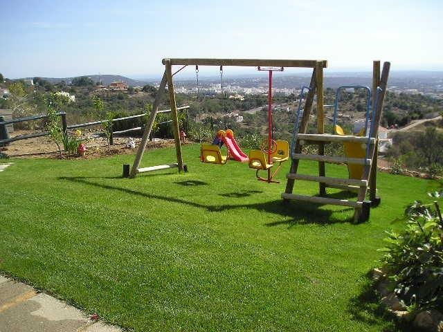 Garden_-_Play_Area_Swings_looking_to_Loule (640x480, 191Kb)