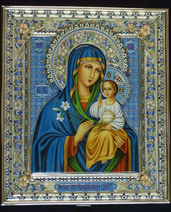Богородица держит в руке,