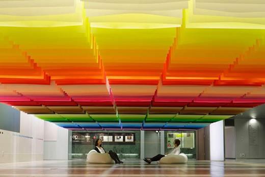 Эммануэль Моро: бумажная радуга