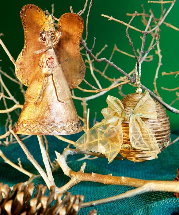 Золотой ангел из газет. Новогодняя подвеска своими руками (1) (584x700, 336Kb)