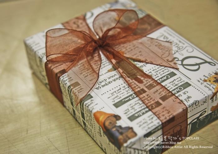 Как упаковать книжку или коробочку для подарка (14) (700x497, 479Kb)