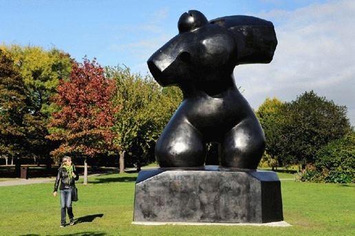 Как не скучать на выставке скульптур