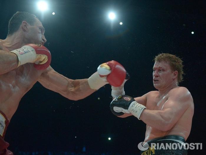 Владимир Кличко против Александра Поветкина 04 (700x526, 200Kb)