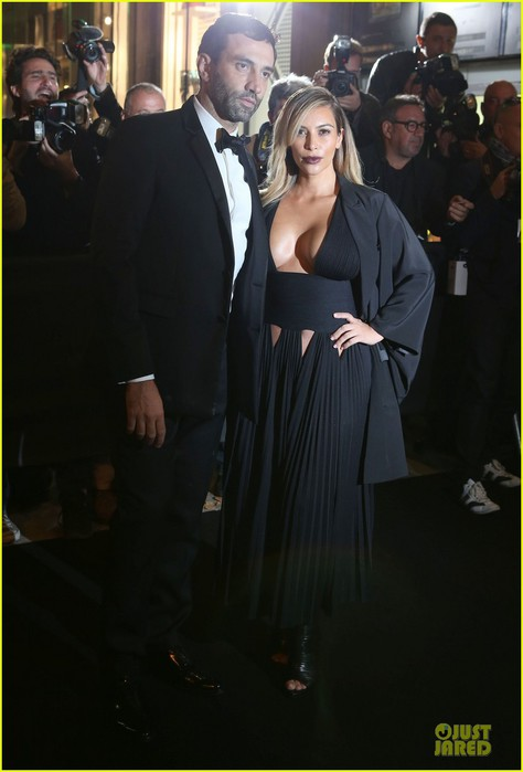 kim-kardashian-cleavage-baring-dress-at-mademoiselle-c-party-05 (474x700, 56Kb)