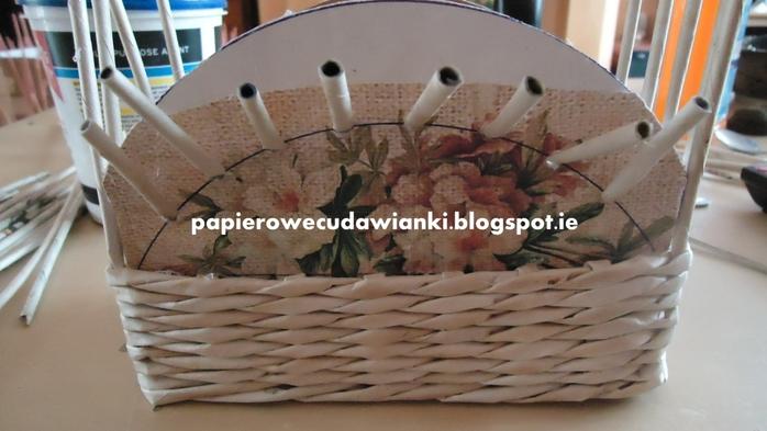 Плетение из газет. Шкатулка-сундучок из коробки. Мастер-класс (15) (700x393, 195Kb)