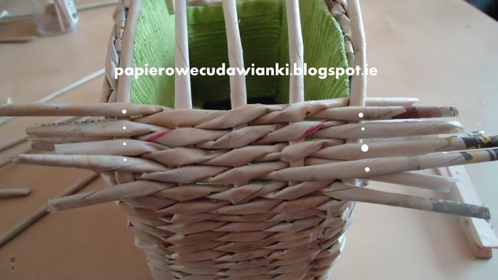 Плетение из газет. Шкатулка-сундучок из коробки. Мастер-класс (23) (700x393, 176Kb)