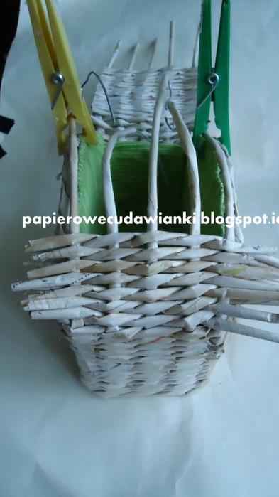 Плетение из газет. Шкатулка-сундучок из коробки. Мастер-класс (25) (393x700, 175Kb)