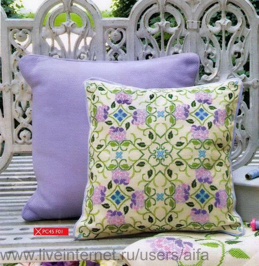 Подушка и салфетка Вышивка