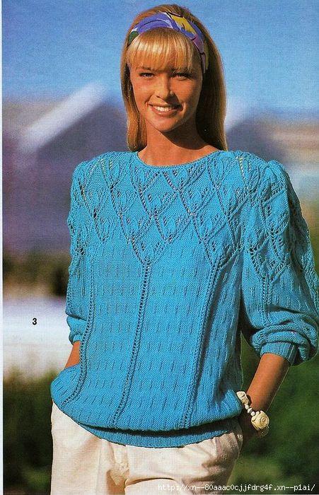 Голубой пуловер с зубчатой кокеткой