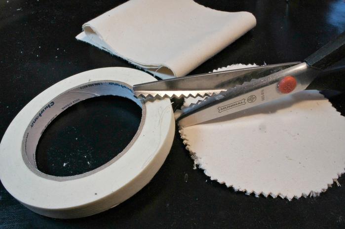 Стильный венок из мешковины с газетным бантом (4) (700x465, 232Kb)