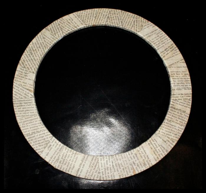 Стильный венок из мешковины с газетным бантом (9) (700x653, 280Kb)