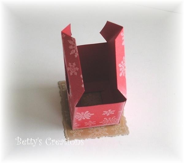 Коробочки, корзинки и новогодние игрушки из картона. Шаблоны (10) (600x534, 124Kb)