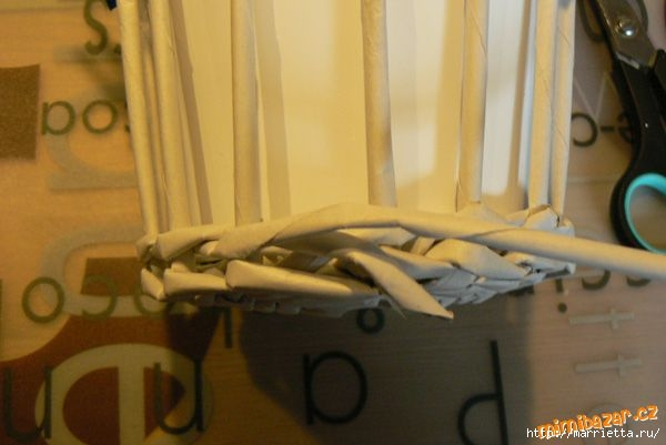Плетение из газет. Винтажное кашпо из газетных трубочек. Идеи и мастер-класс (13) (600x401, 96Kb)
