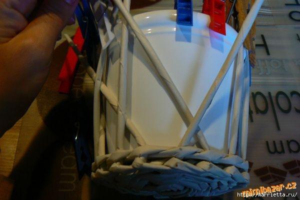 Плетение из газет. Винтажное кашпо из газетных трубочек. Идеи и мастер-класс (15) (600x401, 106Kb)