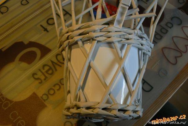 Плетение из газет. Винтажное кашпо из газетных трубочек. Идеи и мастер-класс (21) (600x401, 118Kb)