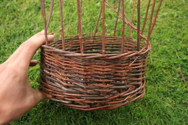 Как плети корзины из прутьев