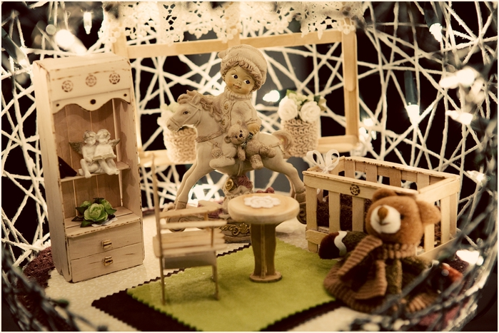 Замечательный ночник и новогодние елочные игрушки из ниток (10) (700x467, 292Kb)