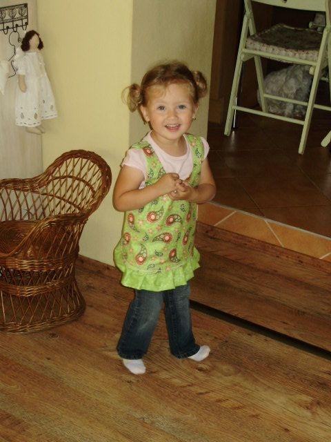 Шьем сами фартушек для маленькой девочки. Мастер-класс (4) (480x640, 166Kb)