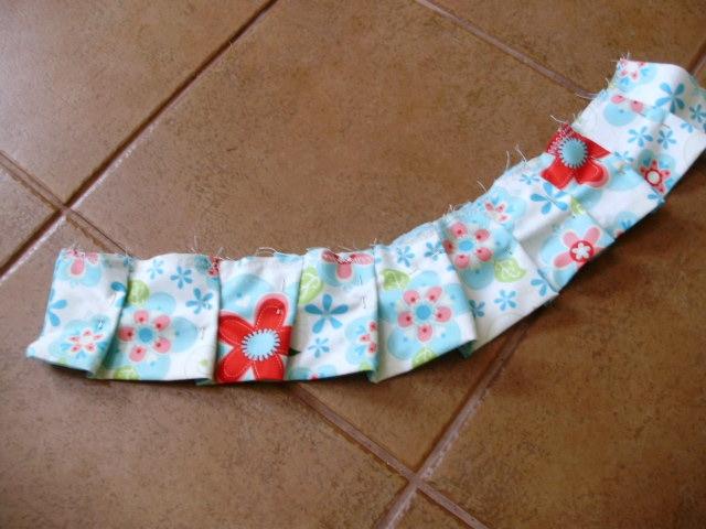 Шьем сами фартушек для маленькой девочки. Мастер-класс (15) (640x480, 180Kb)
