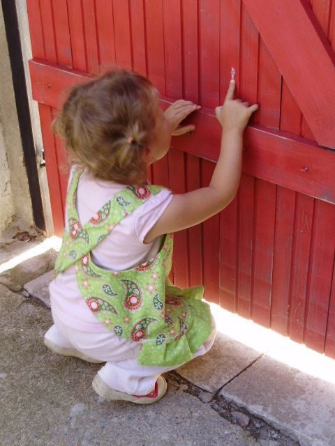 Шьем сами фартушек для маленькой девочки. Мастер-класс (29) (480x640, 173Kb)