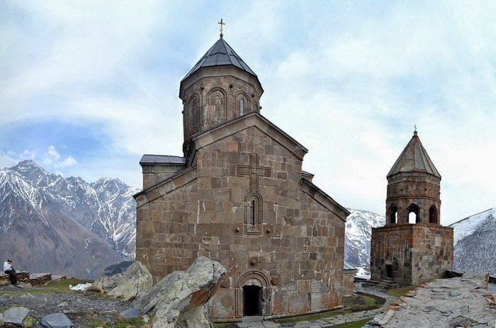 gergeti-trinity-church-4 (700x463, 128Kb)