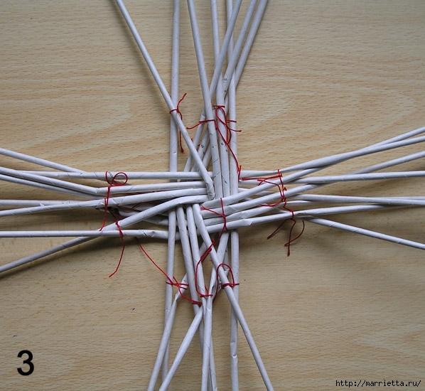 Плетение из газет. Интересный вариант плетния для панно или крышки корзинки (23) (598x550, 236Kb)