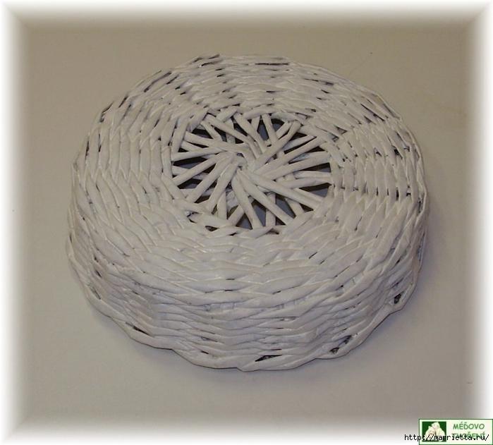 Плетение из газет. Интересный вариант плетния для панно или крышки корзинки (44) (700x631, 235Kb)