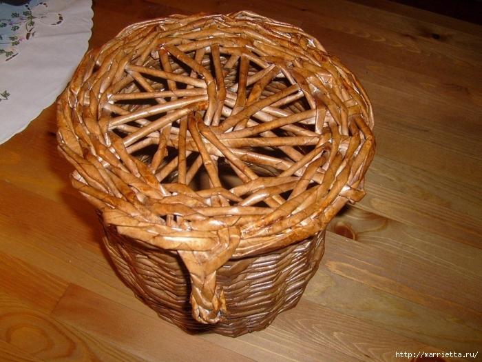 Плетение из газет. Интересный вариант плетния для панно или крышки корзинки (46) (700x525, 316Kb)