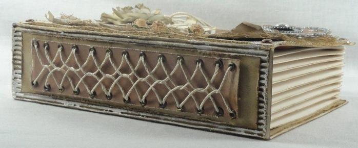 Оригинальная коробочка в форме книжки. Скрапбукинг (1) (700x290, 150Kb)