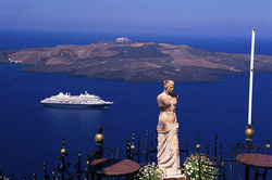 1382601415_priyatnyy-otdyh-na-ostrove-santorini-v-grecii (250x166, 18Kb)