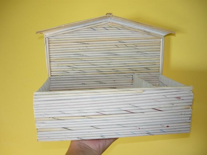 полочка домик из коробки и газетных трубочек (22) (700x525, 187Kb)