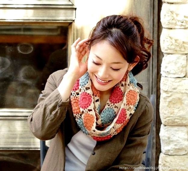 Нежный шарф из цветочных мотивов