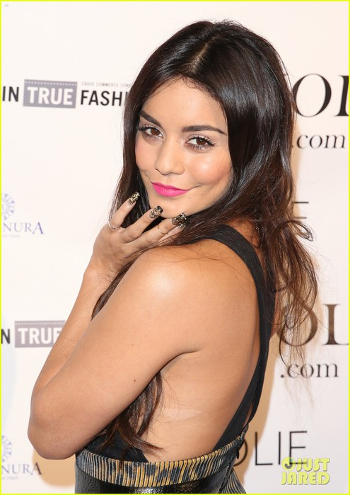 vanessa-hudgens-le-jolie-launch-party-04 (495x700, 80Kb)