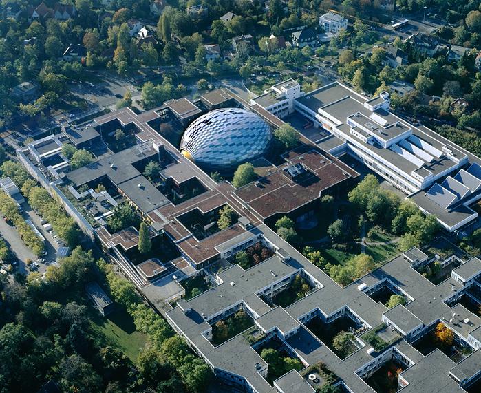 необычная библиотека в берлине 1 (700x571, 692Kb)