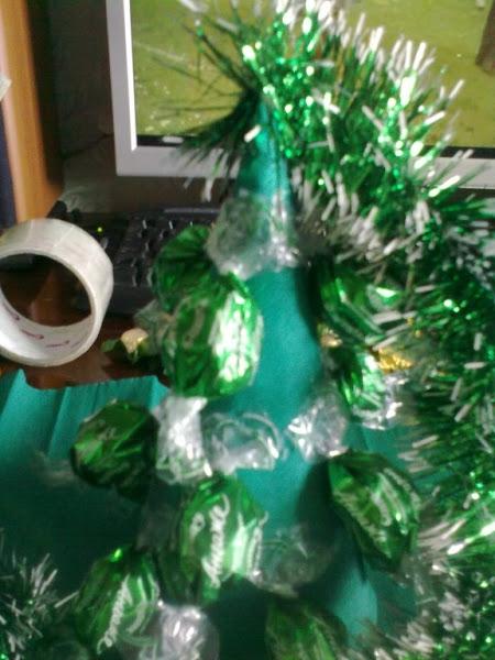 елка из конфет (7) (450x600, 179Kb)
