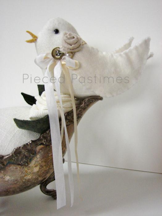 Coxim do Pin com um passarinho de um barco de prata molho (2) (525x700, 576KB)