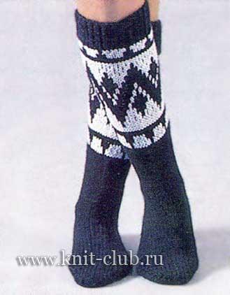 вязания носков спицами вам потребуется: по 100 г тонкой акриловой пряжи черного и белого цветов.  Спицы 3 и 3,5...
