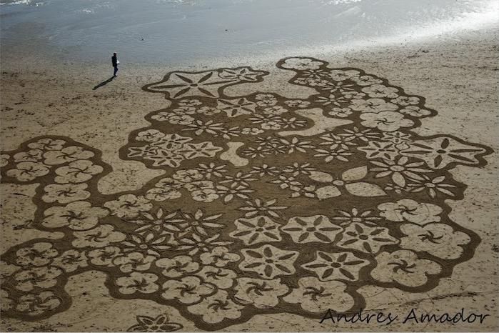 13-Рисунки на песке (700x466, 340Kb)