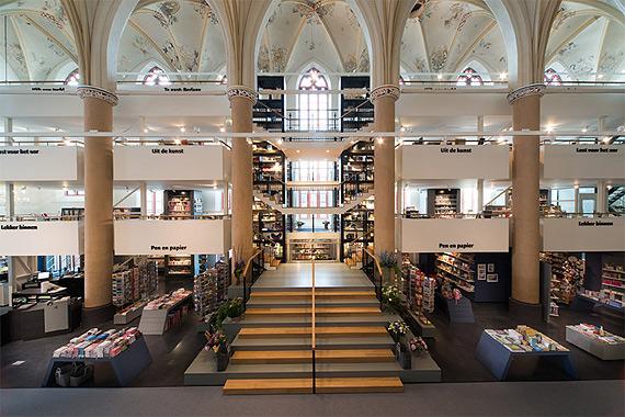 книжный магазин в церкви фото 3 (570x380, 269Kb)
