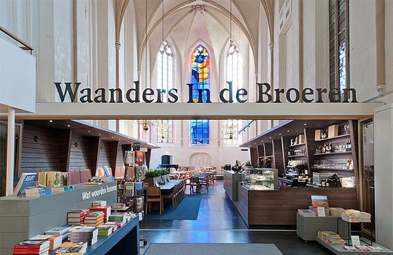книжный магазин в церкви фото 5 (570x370, 244Kb)