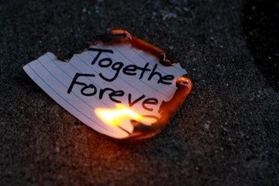 broken-heart-burn-fire-forever-paper-Favim_com-244407 (400x267, 39Kb)