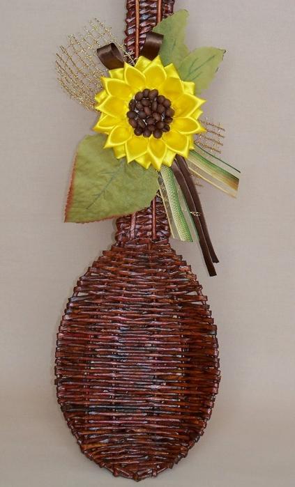 Плетение из газет. Декоративная ложка с подсолнухом в технике канзаши (19) (423x700, 217Kb)