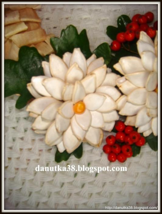цветы из тыквенных семечек и листьев кукурузы (35) (532x700, 214Kb)