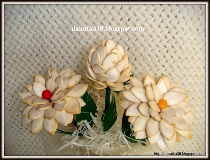 цветы из тыквенных семечек и листьев кукурузы (43) (700x532, 256Kb)