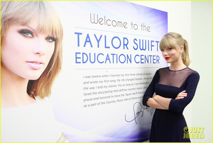 taylor-swift-opens-education-center-in-nashville-03 (700x468, 69Kb)